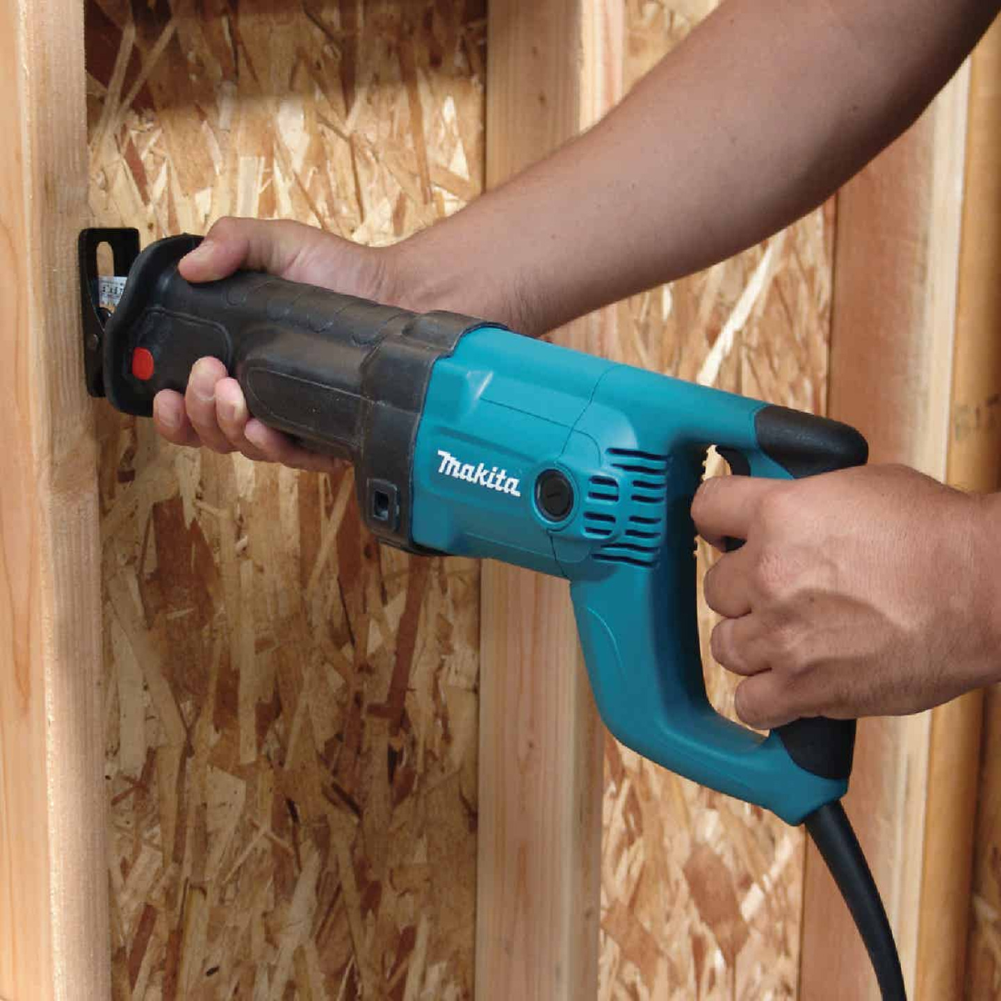 Makita 12-Amp Reciprocating Saw Image 3